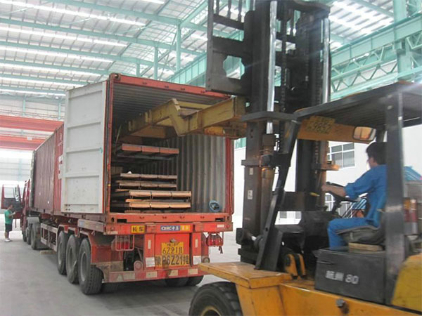 loading stainless steel plate to container